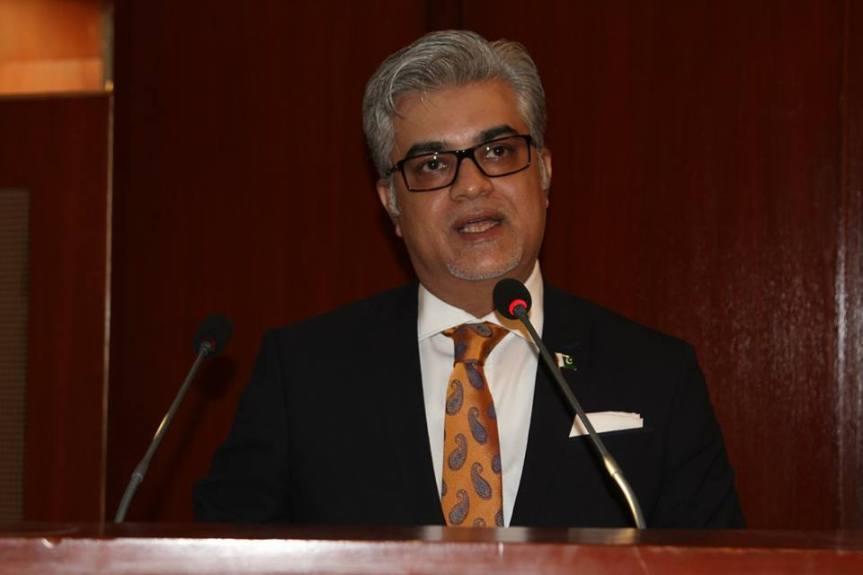 IrtizaKazmi addressing awards ceremony