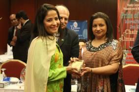 ReedaSheikhani with award2