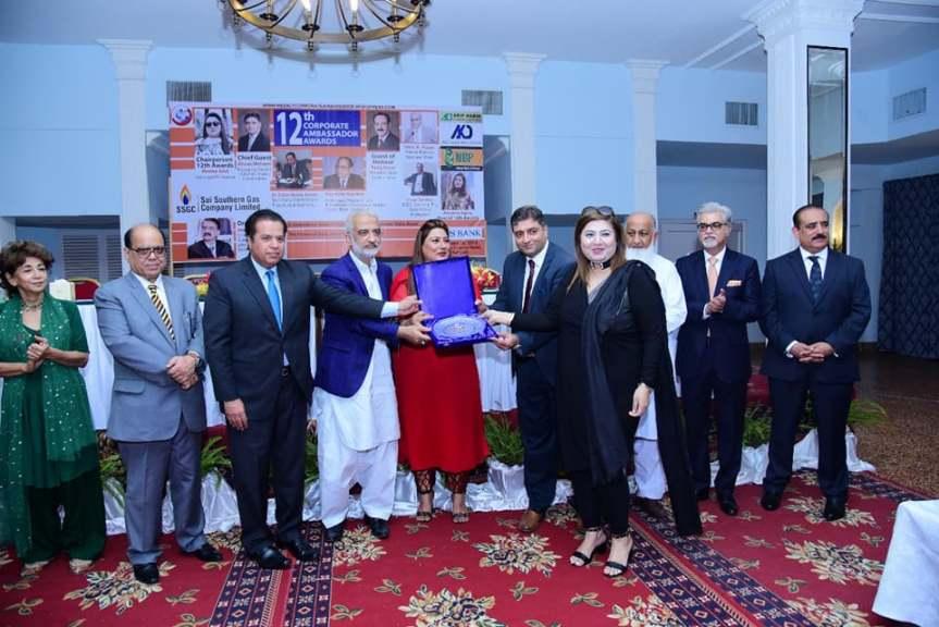 fouzia getting award